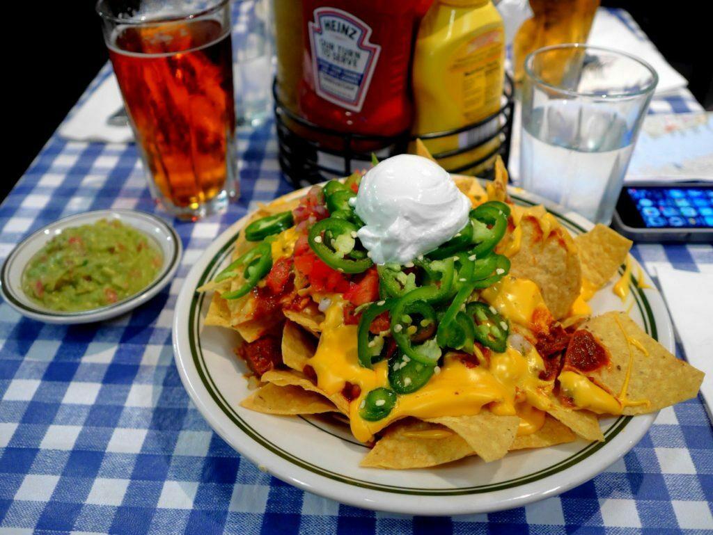 Große Portion Nachos - Billi's West Side Bar