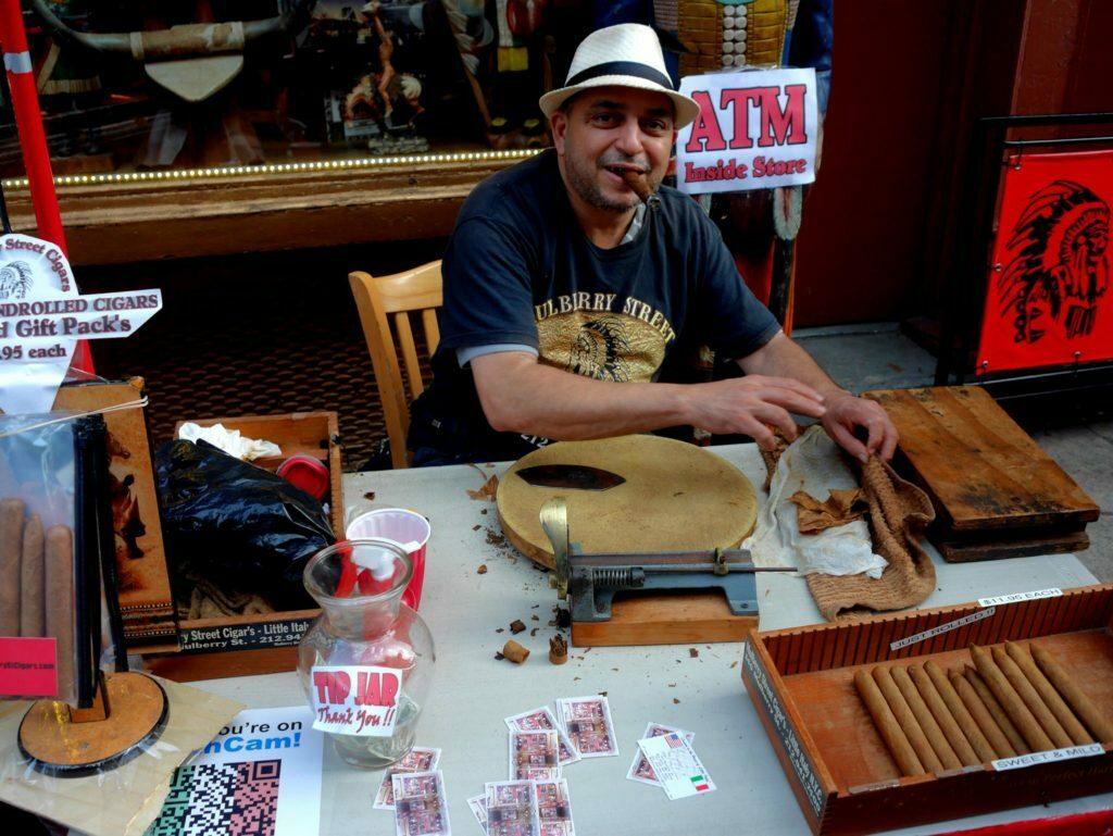 In Little Italy werden Zigaren von charmanten Italienern handgemacht