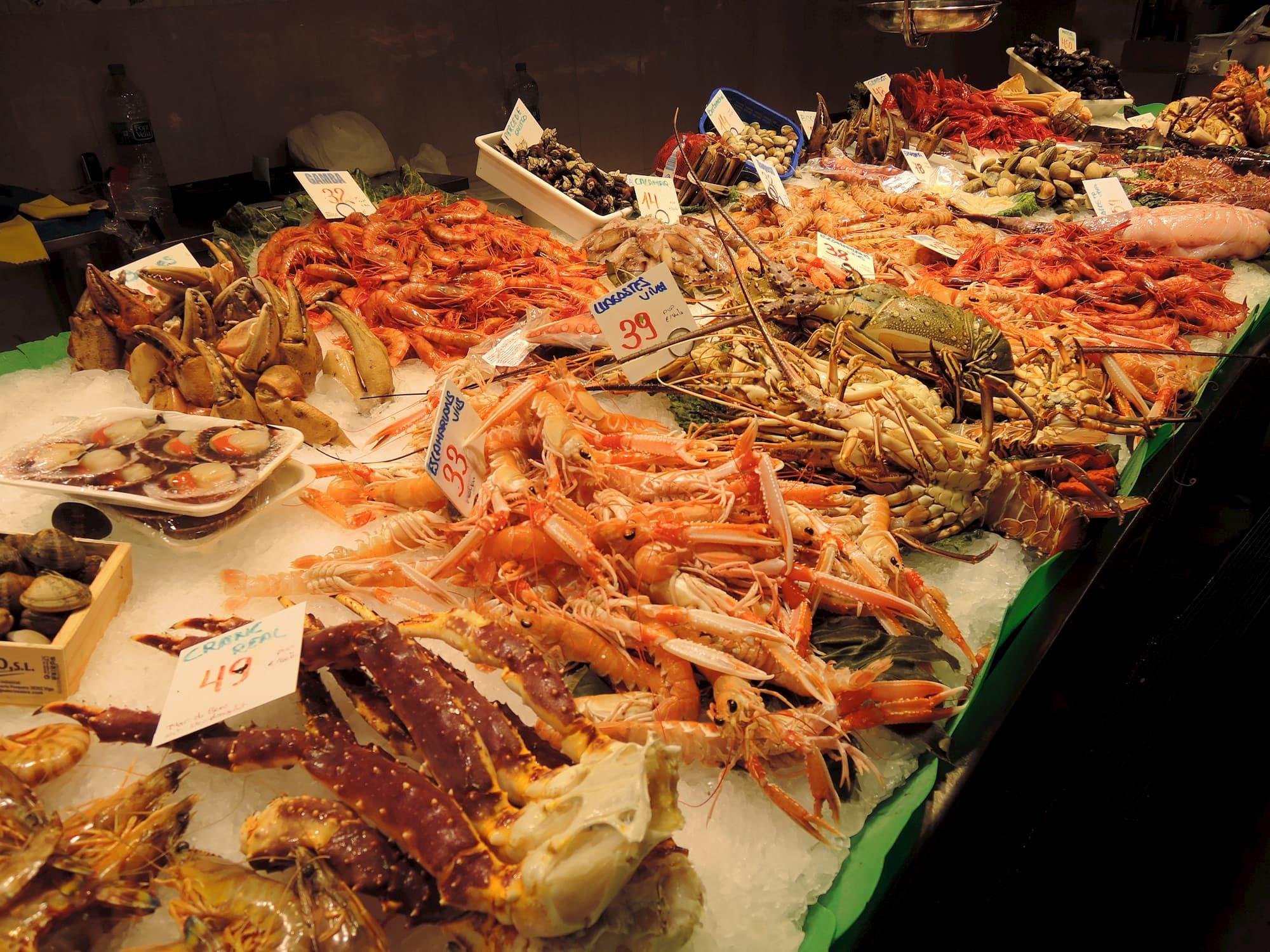Meeresfrüchte auf dem Markt von Barcelona kaufen