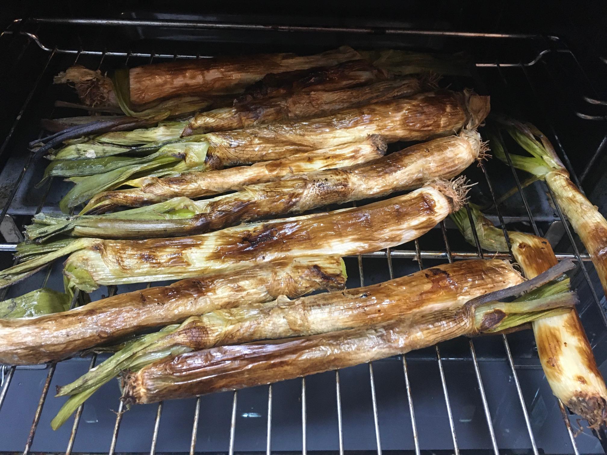 calcots-gegrillte-zeibeln-romesco-sauce-katalonien-barcelona-winter (1)