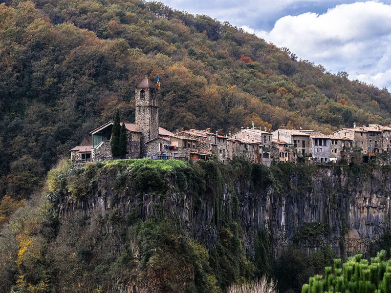 Castellfollit_de_la_Roca_in_ausflugsziele in Girona