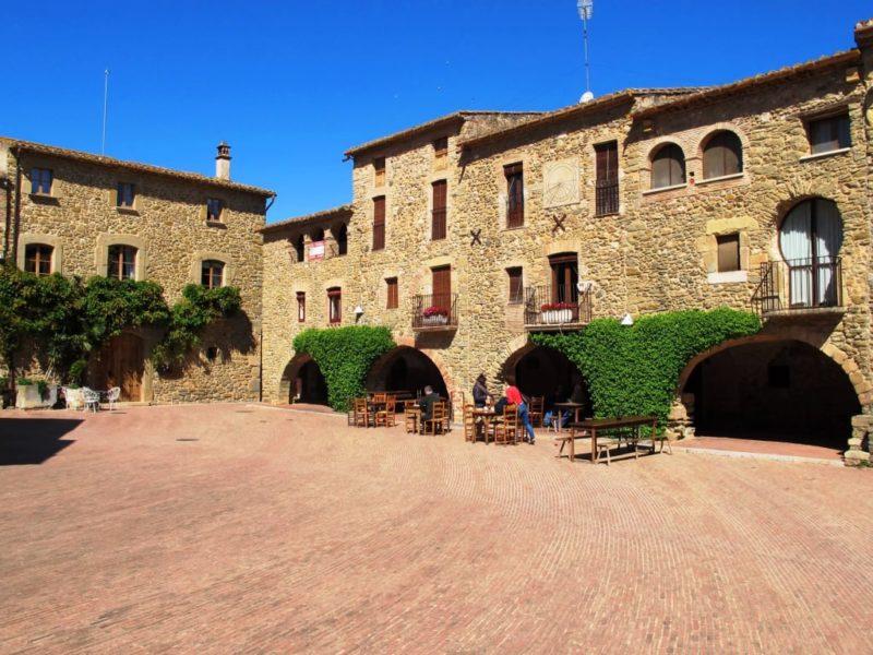 Monells- schönes kleines Dorf in Katalonien